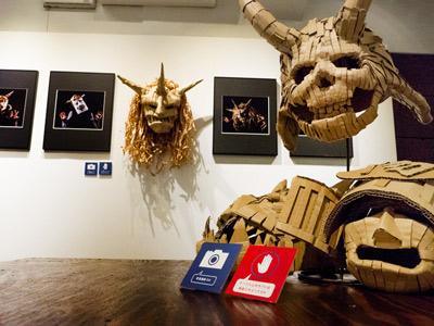 ギャラリー・ソラリス企画展 「井上嘉和のダンボールお面 写真展」