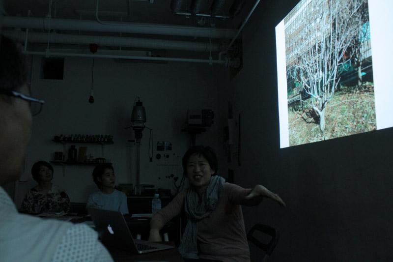 写真研究者・小林美香氏 レクチャー「写真史と絵本のお話会」の様子